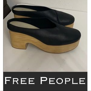 Free People black leather platform mule clogs 10